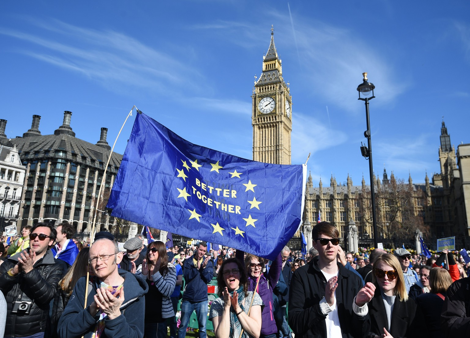 epa05870082 Pro EU supporters attend the 'Unite for Europe' rally in London, Britain, 25 March 2017. Demonstrators called for the UK to stay in the EU. Prime Minister Theresa May is set to trigger Article 50 on 29 March.  EPA/FACUNDO ARRIZABALAGA