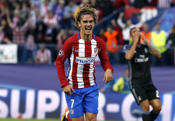 epa05955739 Atletico de Madrid's French striker Antoine Griezmann jubilates the first goal of the team during the UEFA Champions League semifinal second leg match between Atletico de Madrid and Real Madrid  in Madrid, Spain, 10 May 2017.  EPA/Mariscal