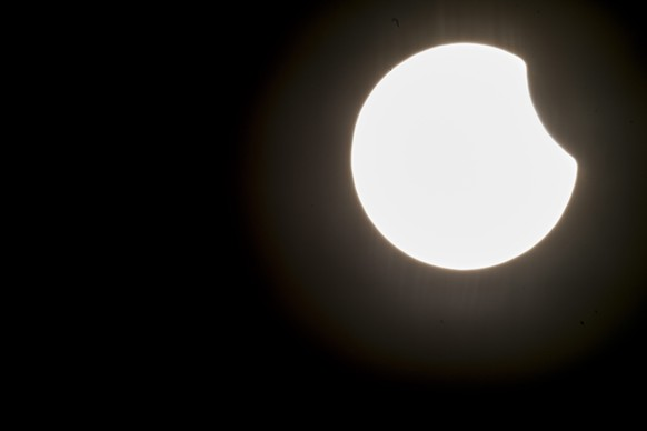 epa04670719 A partial solar eclipse as seen in Zurich, Switzerland, Friday, 20 March 2015. A Partial Solar Eclipse is seen in Europe, northern and eastern Asia and northern and western Africa on 20 March with the eclipse starting at 07:41 UTC and ending at 11:50 UTC.  EPA/ENNIO LEANZA