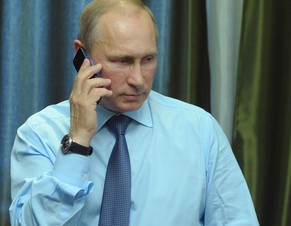 epa04218416 Russian President Vladimir Putin talks over the phone with businessman Alexander Kuksenko, whose farm was severely damaged during the 2013 flood, during a video conference featuring the launch of Unit No. 4 at the Sayano-Shushenskaya HPP in Blagoveshchensk, Russia, 22 May 2014.  EPA/ALEXEY DRUZHINYN /RIA NOVOSTI / KREMLIN POOL MANDATORY CREDIT