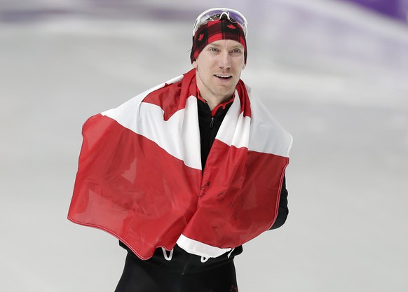 epa06528407 Ted-Jan Bloemen of Canada celebrates after winning the Men's Speed Skating 10,000 m competition at the Gangneung Oval during the PyeongChang 2018 Olympic Games, South Korea, 15 February 2018.  EPA/VALDRIN XHEMAJ