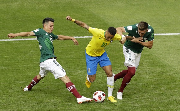 Brazil's Neymar, center, challenges for the ball with Mexico's Hirving Lozano, left, and Mexico's Hector Herrera during the round of 16 match between Brazil and Mexico at the 2018 soccer World Cup in the Samara Arena, in Samara, Russia, Monday, July 2, 2018. (AP Photo/Sergei Grits)