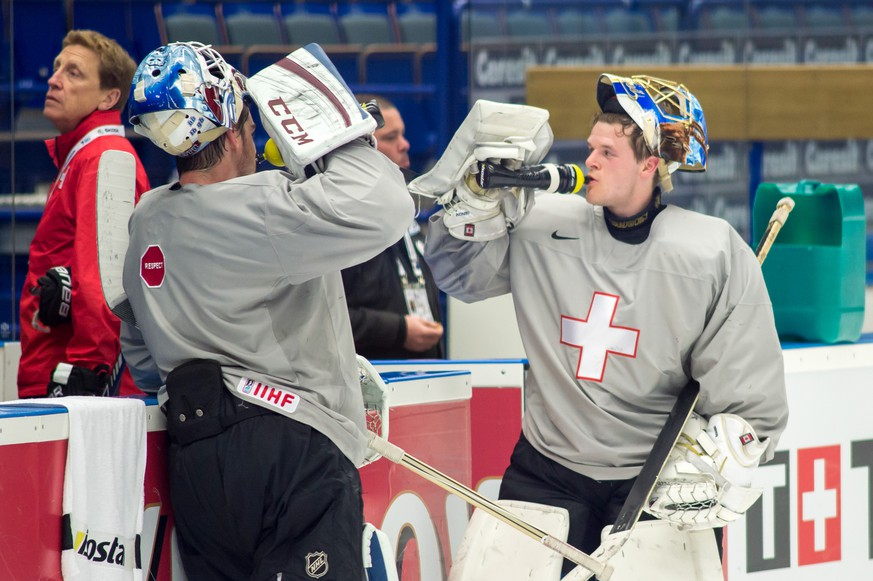 Ostrava, 13.5.2015, Ice Hockey IIHF World Championships, Swiss team Training, Headcoach Glen Henlon with goalies Leonardo Genoni and Reto Berra (Robert Hradil/EQ Images)