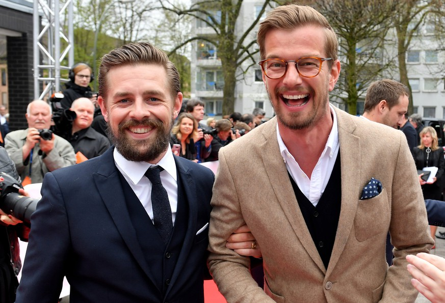 epa06667306 German TV hosts Klaas Heufer-Umlauf (L) and Joko Winterscheidt (R) arrive for the 54th Grimme Award ceremony in Marl, Germany, 13 April 2018. The prize is a German television award given in different categories.  EPA/SASCHA STEINBACH