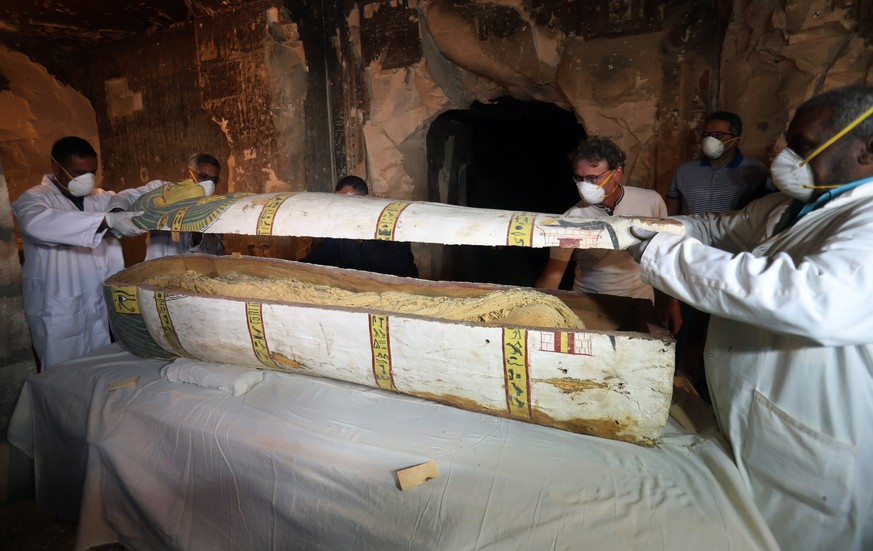 epa07186564 Egyptian archaeologists move the cover of an intact sarcophagus, inside Tomb TT33 in Luxor, 700km south of Cairo, Egypt, 24 Novmber 2018. Earlier this month the French mission in Luxor disocvered an intact sarcophagus. The sarcophagus revealed a mummy of a woman called Thuya. French Professor Frederic Colin, head of the French mission in Tomb TT33 where the sarcophagus was found, said that the sarcophagus dates to the 18th dynasty and inside it a well-preserved mummy wrapped in linen was found.  EPA/KHALED  ELFIQI