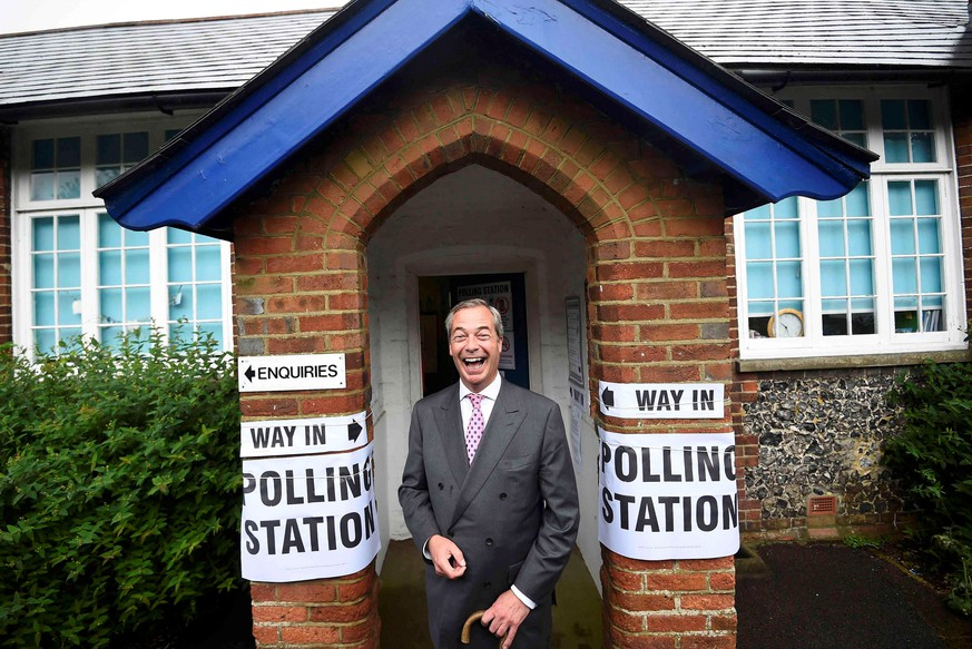 Nigel Farage, the leader of the United Kingdom Independence Party (UKIP), arrives to vote in the EU referendum, at a polling station in Biggin Hill, Britain June 23, 2016.  REUTERS/Dylan Martinez/File Photo