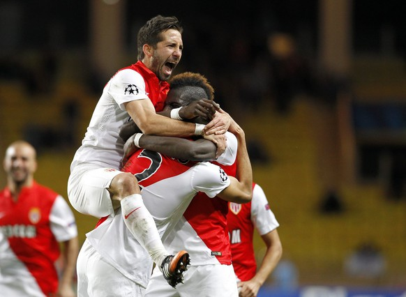 epa04522285 'Fabinho' Fabio Henrique Tavares of AS Monaco congratulated by his teammates after scoring a goal against Zenith St. Petersburg during the UEFA Champions League group C soccer match between AS Monaco and Zenith St. Petersburg, at Stade Louis II, in Monaco, 09 December 2014.  EPA/SEBASTIEN NOGIER