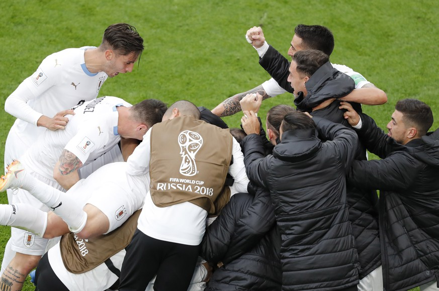 epa06810170 Players of Uruguay celebrate the 1-0 lead during the FIFA World Cup 2018 group A preliminary round soccer match between Egypt and Uruguay in Ekaterinburg, Russia, 15 June 2018.