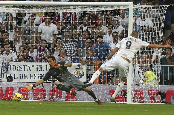 "REFILE - CORRECTING REAL MADRID'S PLAYER NAME - Real Madrid's Karin Benzema scores a goal against Barcelona's goalkeeper Claudio Bravo during their Spanish first division ""Clasico"" soccer match at the Santiago Bernabeu stadium in Madrid October 25, 2014.       REUTERS/Stringer  (SPAIN  - Tags: SOCCER SPORT)"