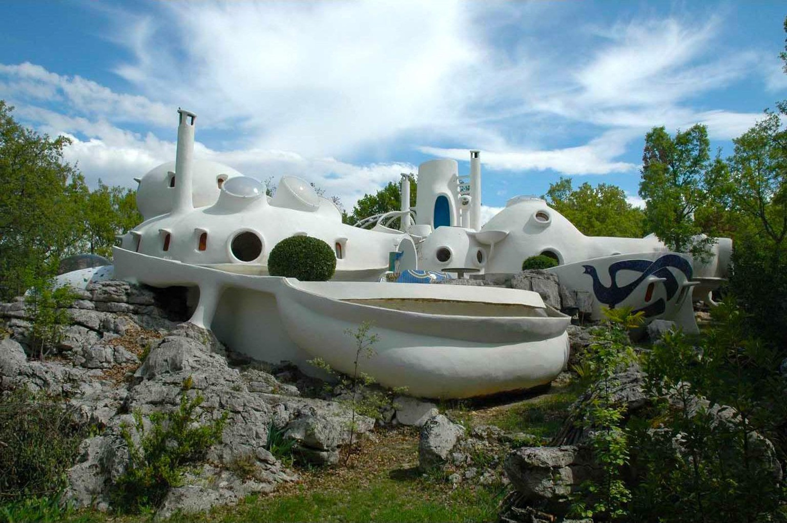 maison bulle unal uzes ardeche frankreich design architektur retro barbapapa https://www.architecturedecollection.fr/product/maison-bulle-unal-hausermann/