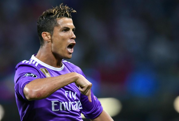 epa06008615 Real Madrid's forward Cristiano Ronaldo celebrates scoring the opening goal during the UEFA Champions League final between Juventus FC and Real Madrid at the National Stadium of Wales in Cardiff, Britain, 03 June 2017.  EPA/DANIEL DAL ZENNARO