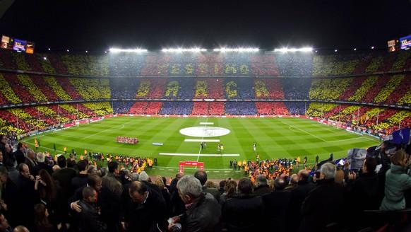 Bildnummer: 06965039  Datum: 29.11.2010  Copyright: imago/Alterphotos Barcelona s stadium Camp Nou - FC Barcelona (Barca) - PUBLICATIONxINxGERxSUIxAUTxPOLxDENxNORxSWExONLY (0001160033); Herren Fussball Spanien Primera Division 2010 2011 Barcelona Sportstätte vdig xdp 2010 quer o0 Totale Fan Zuschauer Choreographie Fanchoreographie Vereinsfarben  Image number 06965039 date 29 11 2010 Copyright imago Old photos Barcelona s Stage Camp Nou FC Barcelona Barca PUBLICATIONxINxGERxSUIxAUTxPOLxDENxNORxSWExONLY  men Football Spain Primera Division 2010 2011 Barcelona venues Vdig  2010 horizontal o0 long shot supporter Spectators Choreography Fanchoreographie Club colours