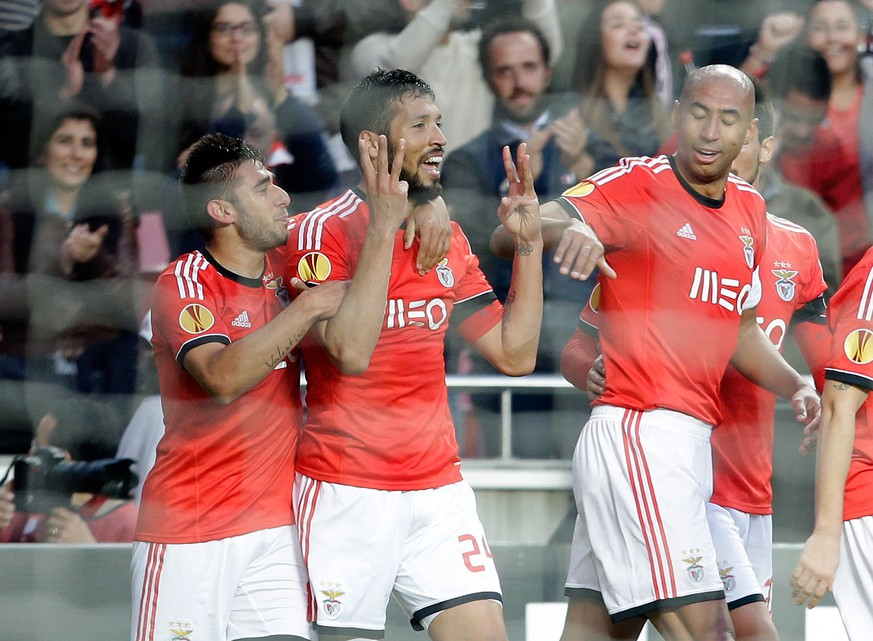 Benfica's Ezequiel Garay, second left, celebrates after scoring the opening goal against Tottenham Hotspur during their Europa League round of 16, second leg, soccer match Thursday, March 20 2014, at Benfica's Luz stadium. (AP Photo/Armando Franca)