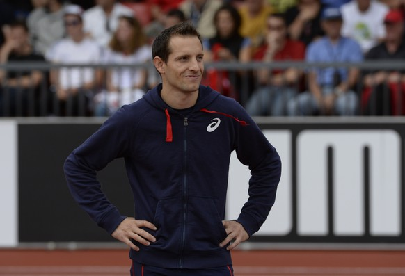 France's Renaud Lavillenie looks on during the Men's Pole Vault final during the European Athletics Championships at the Letzigrund stadium in Zurich on August 16, 2014.  AFP PHOTO / FRANCK FIFE