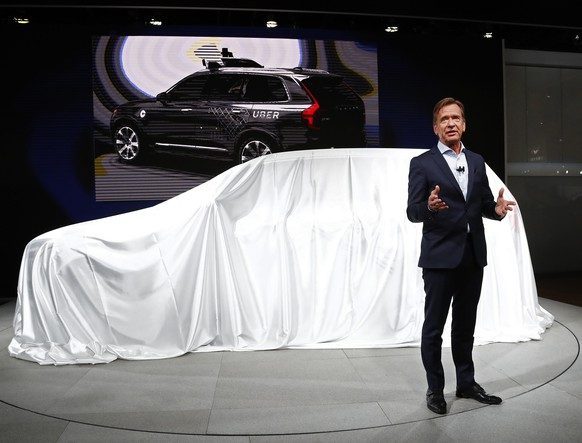 epa05708197 Hakan Samuelsson, President and CEO, Volvo speaks at the North American International Auto Show, at the Cobo Center in Detroit, Michigan, USA, 09 January 2017. The automobile show opened on 08 January and will last until 22 January with the show being opened to the public from 14 January on.  EPA/LARRY W. SMITH