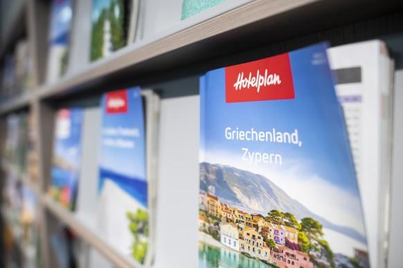 Broschueren verschiedener Destinationen im Reisebuero von Hotelplan Suisse anlaesslich einer Medienkonferenz ueber die Auswirkungen fuer den Reiseveranstalter durch das Coronavirus, aufgenommen am Dienstag, 10. November 2020 in Zuerich. (KEYSTONE/Ennio Leanza).