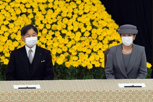 epa08604687 Japan's Emperor Naruhito (L) and Empress Masako (R) wearing face masks, attend a memorial service marking the 75th anniversary of Japan's surrender in World War II at the Nippon Budokan hall in Tokyo, Japan, 15 August 2020. On 15 August 1945, following the atomic bomb attacks on Hiroshima and Nagasaki, former emperor Hirohito formally announced Japan's surrender to allied forces, bringing the hostilities of World War II to an end.  EPA/Carl Court / POOL