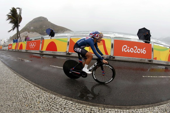 2016 Rio Olympics - Cycling Road - Final - Women's Individual Time Trial - Pontal - Rio de Janeiro, Brazil - 10/08/2016. Kristin Armstrong (USA) of USA competes. REUTERS/Eric Gaillard TPX IMAGES OF THE DAY. FOR EDITORIAL USE ONLY. NOT FOR SALE FOR MARKETING OR ADVERTISING CAMPAIGNS.