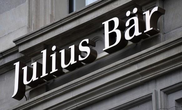 ZUM AKTUELLEN GEWINNRUECKGANG VON JULIUS BAER STELLEN WIR IHNEN FOLGENDES BILDMATERIAL ZUR VERFUEGUNG --- Die Bank Julius Bär weist für das vergangene Jahr einen Rückgang des Konzerngewinnes um 30 Prozent auf 188 Mio. Fr. aus. Während der Betriebsgewinn stieg, belasteten Sonderfaktoren das Ergebnis. Dazu zählen die Kosten für das übernommene Vermögensverwaltungsgeschäft von Merrill Lynch ausserhalb der USA --- Das Logo der Bank Julius Baer, aufgenommen am Mittwoch, 22. Januar 2014, an der Bahnhofstrasse in Zuerich. (KEYSTONE/Steffen Schmidt)
