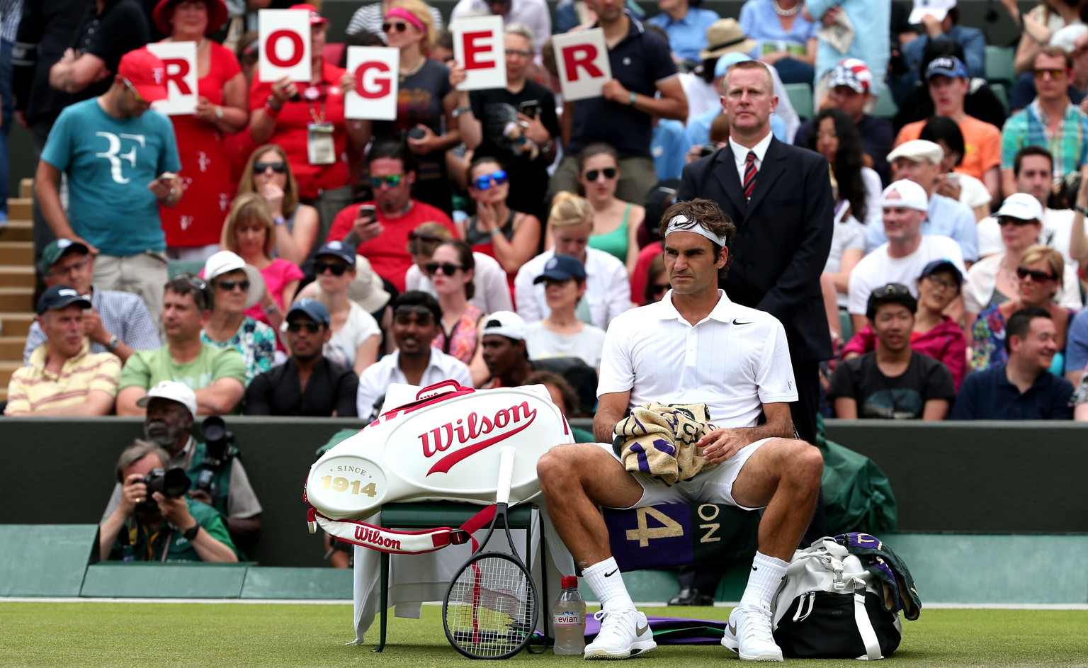 Switzerland's Roger Federer rests between sets during his men's singles first round match against Italy's Paolo Lorenzi on day two of the 2014 Wimbledon Championships at The All England Tennis Club in Wimbledon, southwest London, on June 24, 2014. AFP PHOTO / ANDREW YATES  - RESTRICTED TO EDITORIAL USE