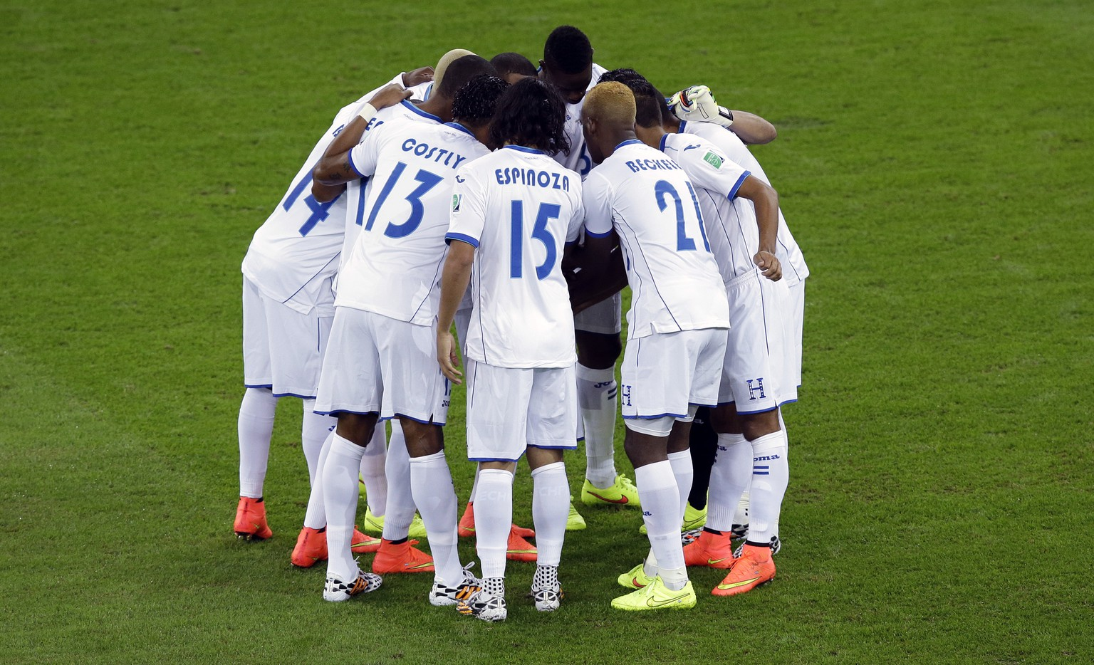 Honduras players huddle together prior to the group E World Cup soccer match between Honduras and Ecuador at the Arena da Baixada in Curitiba, Brazil, Friday, June 20, 2014. (AP Photo/Andrew Medichini)