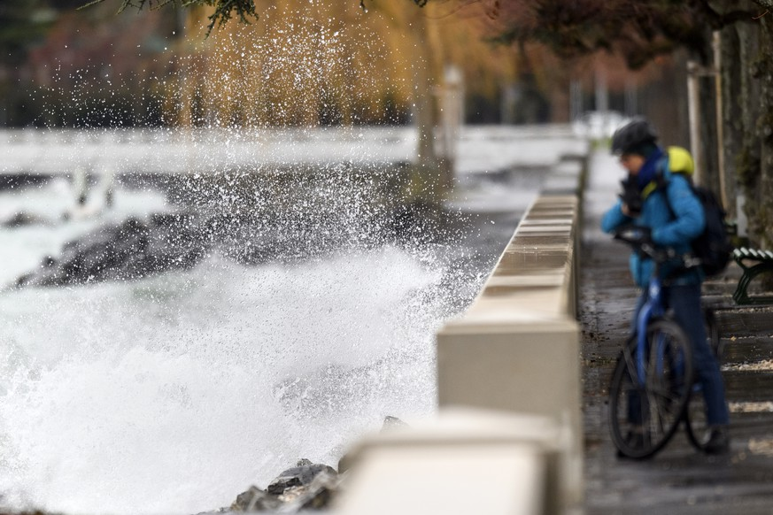 Big waves pound the lakeside promenade on the Lake of Geneva, in the Ouchy Harbour, in Lausanne, Switzerland, January 3, 2018. The Storm Burglind is expected to cause strong gusts of wind of up to 150 kilometres an hour in some mountain areas. (KEYSTONE/Laurent Gillieron)