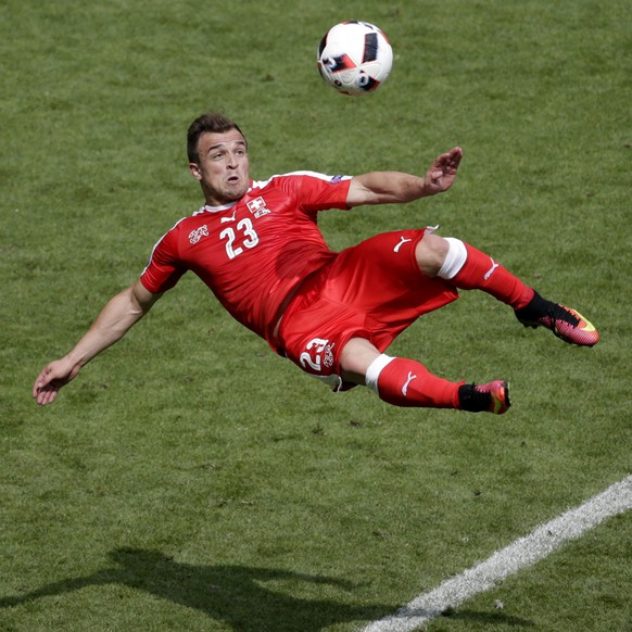 ARCHIV - ZUM WECHSEL VON XHERDAN SHAQIRI VOM STOKE CITY FC ZUM LIVERPOOL FC STELLEN WIR IHNEN FOLGENDES BILDMATERIAL ZUR VERFUEGUNG -  epa05389779 Xherdan Shaqiri of Switzerland scores the 1-1 during the UEFA EURO 2016 round of 16 match between Switzerland and Poland at Stade Geoffroy Guichard in Saint-Etienne, France, 25 June 2016. (KEYSTONE/EPA/MAST IRHAM)