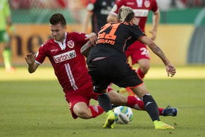Marco Stiepermann of Energie Cottbus fights for the ball with Hamburger SV's Valon Behrami (R) during their German soccer cup (DFB Pokal) match in Cottbus August 18, 2014.  REUTERS/Axel Schmidt (GERMANY - Tags: SPORT SOCCER) DFB RULES PROHIBIT USE IN MMS SERVICES VIA HANDHELD DEVICES UNTIL TWO HOURS AFTER A MATCH AND ANY USAGE ON INTERNET OR ONLINE MEDIA SIMULATING VIDEO FOOTAGE DURING THE MATCH
