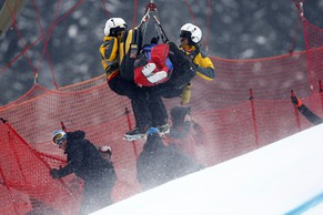 KITZBUEHEL, AUSTRIA - JANUARY 23: (FRANCE OUT) Marc Gisin of Switzerland is lifted into a helicopter after crashing during the Audi FIS Alpine Ski World Cup Men's Super-G on January 23, 2015 in Kitzbuehel, Austria. (Photo by Christophe Pallot/Agence Zoom/Getty Images)