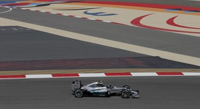 Mercedes Formula One driver Lewis Hamilton of Britain drives during the first practice session of the Bahrain F1 Grand Prix at the Bahrain International Circuit (BIC) in Sakhir, south of Manama April 4, 2014. REUTERS/Steve Crisp (BAHRAIN  - Tags: SPORT MOTORSPORT F1)