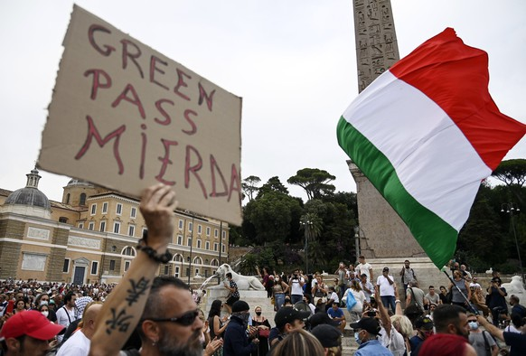 epa09362750 People demonstration against Green Pass in piazza del Popolo, Rome, Italy, 24 July 2021. According to the Italian government, access to cinemas, stadiums, museums, gyms, swimming pools, theaters, and in-door dining will only be allowed to people carrying the 'Green Pass', a document proving that its carrier received the vaccine against COVID-19, starting 06 August.  EPA/RICCARDO ANTIMIANI