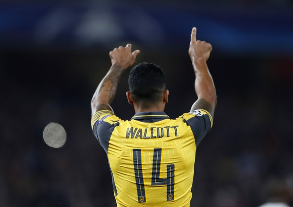 Britain Soccer Football - Arsenal v FC Basel - UEFA Champions League Group Stage - Group A - Emirates Stadium, London, England - 28/9/16 Arsenal's Theo Walcott celebrates scoring their second goal   Reuters / Stefan Wermuth Livepic EDITORIAL USE ONLY.