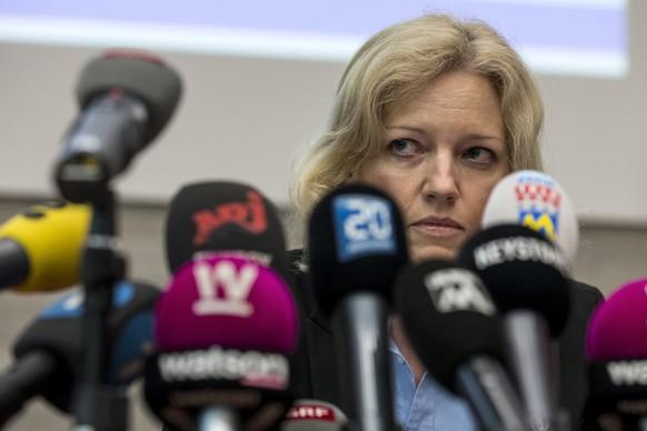 Barbara Loppacher, Leitende Staatsanwaeltin, informiert an der Medienkonferenz zum Toetungsdelikt Rupperswil vom 21. 12. 2015, am Freitag, 13. Mai 2016, in Schafisheim. Der Vierfachmord vom 21. Dezember 2015 im aargauischen Rupperswil ist geklaert. Die Polizei hat den mutmasslichen 33-jaehrigen Taeter gefasst. Hinter der Tat stehen finanzielle und sexuelle Motive, wie die Staatsanwalt und Polizei am Freitag in Schafisheim AG vor den Medien mitteilten. (KEYSTONE/Alexandra Wey)