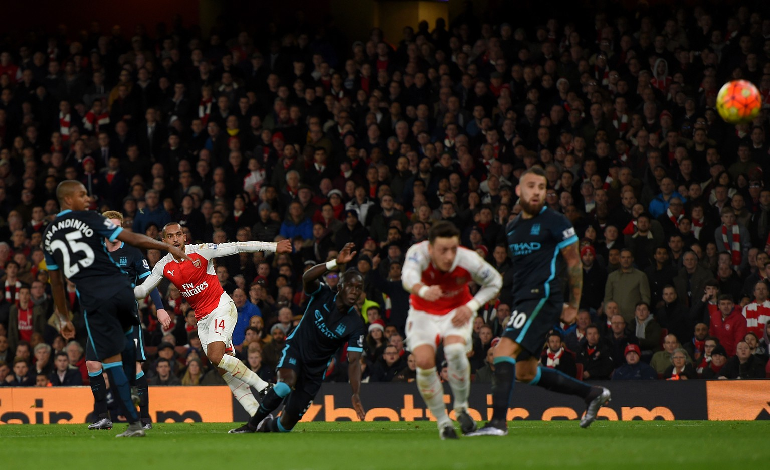 LONDON, ENGLAND - DECEMBER 21:  Theo Walcott of Arsenal (3L) scores his side's opening goal during the Barclays Premier League match between Arsenal and Manchester City at Emirates Stadium on December 21, 2015 in London, England.  (Photo by Michael Regan/Getty Images)