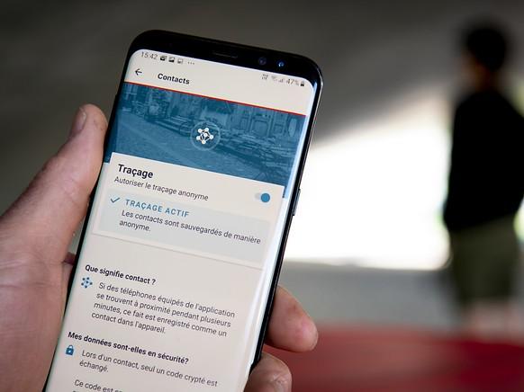 Die Swiss-Covid-App kann seit Mitternacht auf das Smartphone heruntergeladen werden. Der Bund sieht die Anwendung als Hilfsmittel zur R