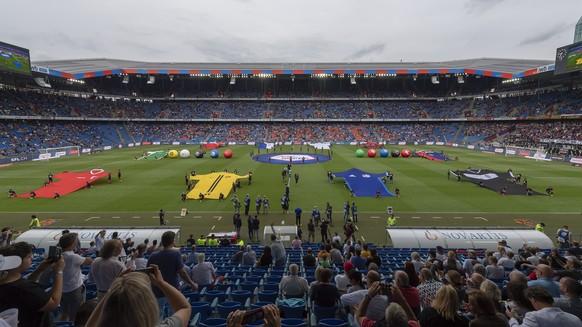 Die Saison-Eroeffnungszeremonie vor dem Fussball Meisterschaftsspiel der Super League zwischen dem FC Basel 1893 und dem FC St. Gallen 1879 im Stadion St. Jakob-Park in Basel, am Samstag, 21. Juli 2018. (KEYSTONE/Georgios Kefalas)