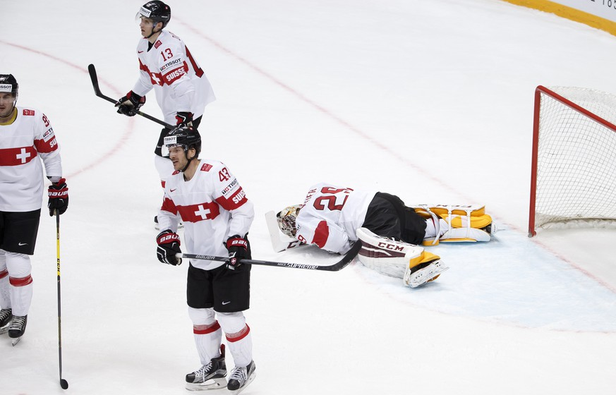 Switzerland's players Julian Walker, left, Felicien Du Bois #13, Morris Trachsler #43, and goaltender Robert Mayer, right, after losing during the overtime of the IIHF 2016 World Championship preliminary round game between Norway and Switzerland, at the Ice Palace, in Moscow, Russia, Sunday, May 8, 2016. (KEYSTONE/Salvatore Di Nolfi)