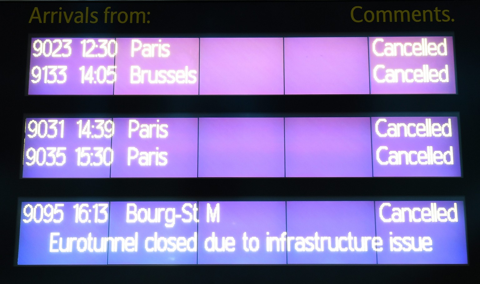 epa04564908 An electronic board displays cancelled Eurostar trains routes at St.Pancras International in London, Britain, 17 January 2015. Eurostar announced on 17 January that all its trains were cancelled and returning to their original stations. All train services in the Channel Tunnel, which links Britain to continental Europe, has been stopped after a lorry caught fire near the French end of the connector, according to the company and British officials.  EPA/ANDY RAIN