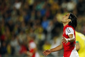 Monaco's Radamel Falcao reacts during his French Ligue 1 soccer match against Nantes at the Beaujoire in Nantes, August 24, 2014. REUTERS/Stephane Mahe (FRANCE - Tags: SPORT SOCCER)