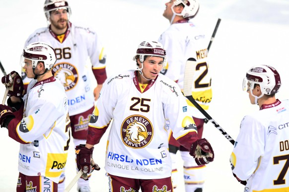 Geneve-Servette's player Mike Wyniger, center, reacts during the preliminary round game of National League Swiss Championship between HC Lugano and Geneve-Servette HC, at the ice stadium Resega in Lugano, on Tuesday, December 12, 2017. (KEYSTONE/Ti-Press/Gabriele Putzu)