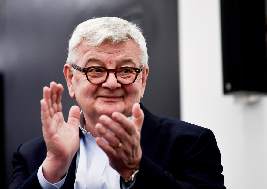 epa07114429 German politician and writer Joschka Fischer attends an election campaign of the Green party (Buendnis 90/Die Gruenen) in Frankfurt am Main, Germany, 23 October 2018. The German state of Hesse holds parliamentary elections on 28 October 2018.  EPA/FILIP SINGER