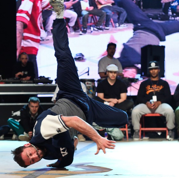 epa04201948 The winning US team Killafornia in action during the final of the breakdance tournament at Warsaw Challenge 2014 in Sowinski Park, Warsaw, Poland, 11 May 2014.  EPA/RAFAL GUZ POLAND OUT