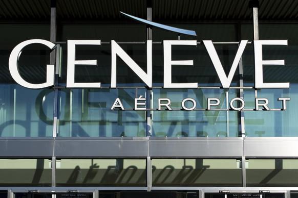 ARCHIVBILD ZUR MELDUNG, DASS DIE SWISS DEN FLUGBETRIEB IN GENF BIS ENDE FEBRUAR AUF EIN MINIMUM REDUZIERT, AM MONTAG, 1. FEBRUAR 2021 - Le logo de Geneve Aeroport photographie ce lundi 24 fevrier 2020 a l'aeroport de Geneve. L'aeroport international de Geneve, couramment appele aeroport de Geneve-Cointrin fete ses 100 ans en 2020.(KEYSTONE/Laurent Gillieron)