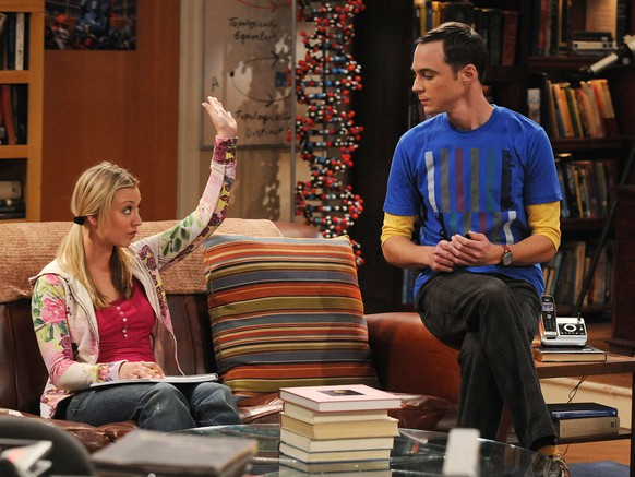 'The Gorilla Experiment' -- Sheldon (Jim Parsons, left) attempts to help Penny (Kaley Cuoco, right) understand Leonard's work on