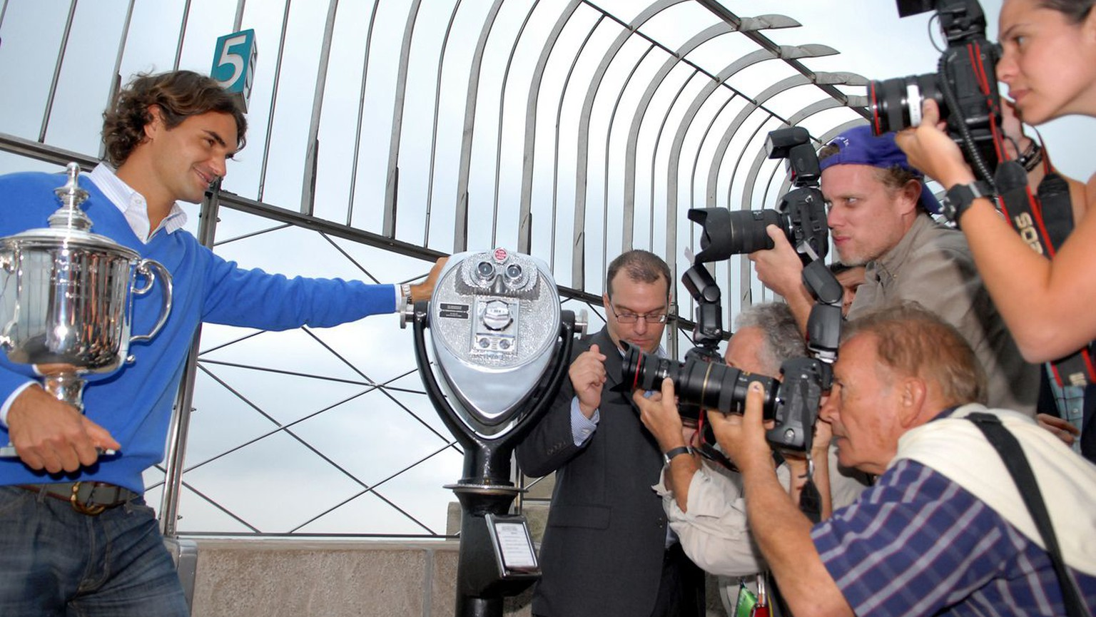 Swiss tennis player Roger Federer appears with his U.S. Open trophy during a photo op on the observation deck of the Empire State Building, Tuesday, Sept. 9, 2008 in New York. Federer won his fifth U.S. Open title Monday by defeating Andy Murray of England putting him one Grand Slam win away from matching American Pete Sampras. (AP Photo/Edouard H.R. Gluck)