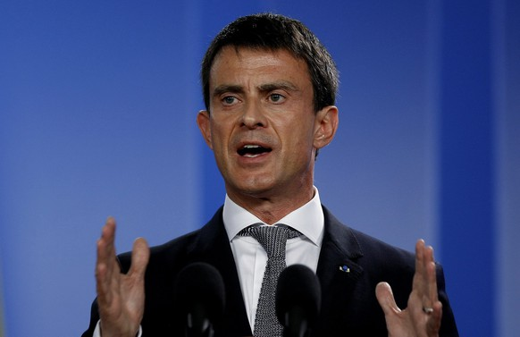 epa04819068 French Prime Minister, Manuel Valls, participates in a press conference with Colombian President, Juan manuel Santos (not pictured), after signing cooperation agreements, in Bogota, Colombia, 25 June 2015.  EPA/Leonardo Munoz