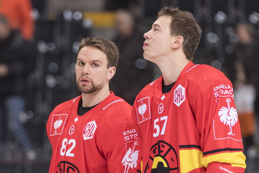 Bern's Zach Boychuk, left, and Jeremie Kamerzin look on ahead of the Champions Hockey League round of 16 second leg match between SC Bern and Malmoe Redhawks, in Bern, Switzerland, Tuesday, November 20, 2018. (KEYSTONE/Alessandro della Valle).