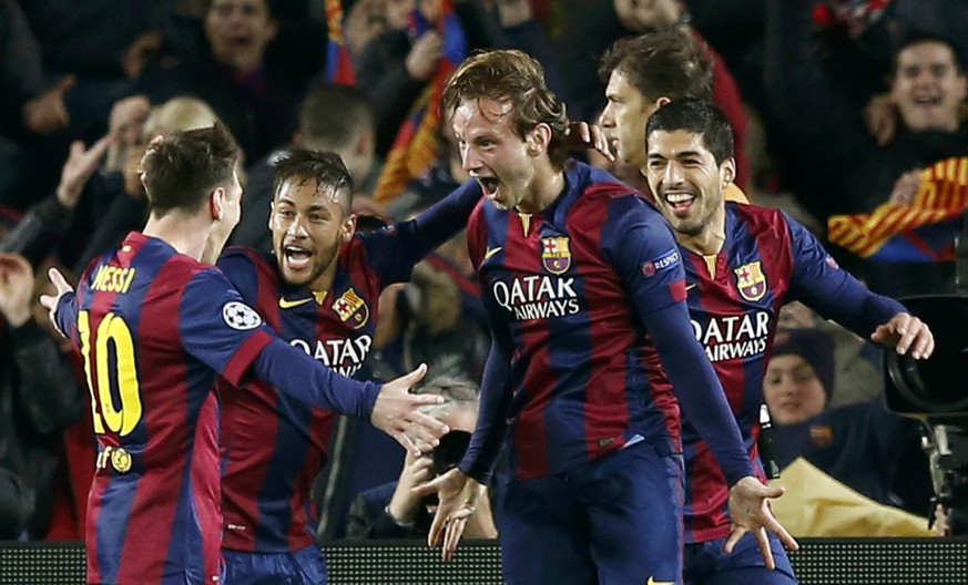 Barcelona's Ivan Rakitic (2ndR) is congratulated by his team mates Lionel Messi (L), Neymar and Luis Suarez (R) after scoring a goal against Manchester City during their Champions League round of 16 second leg soccer match at Camp Nou stadium in Barcelona March 18, 2015.    REUTERS/Gustau Nacarino (SPAIN  - Tags: SPORT SOCCER)