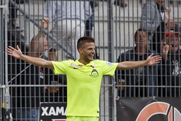 Biel's Antonio Marchesano celebrates his goal after scored the 1:4, during the Challenge League soccer match of Swiss Championship between Neuchatel Xamax FCS and FC Biel-Bienne, at the Stade de la Maladiere stadium, in Neuchatel, Switzerland, Sunday, August 23, 2015. (KEYSTONE/Salvatore Di Nolfi)