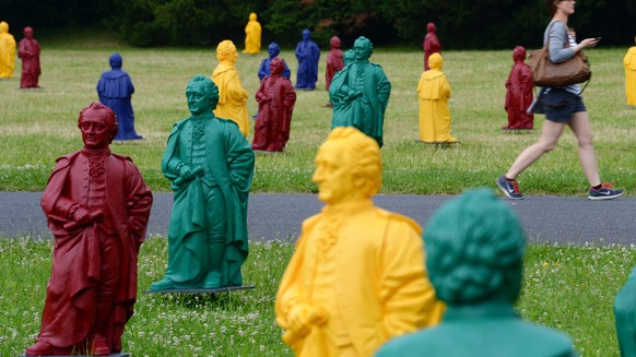 epaselect epa04247693 Colourful figures of German poet Johann Wolfgang von Goethe (1749-1832) stand on the campus of the Goethe-University in Frankfurt am Main, Germany, 10 June 2014. German artist Ottmar Hoerl has created the sculptures in four colours. The 400 figures, which have a height of about one meter, will be on display on the campus from 11 June to 20 July.  EPA/ROLAND HOLSCHNEIDER